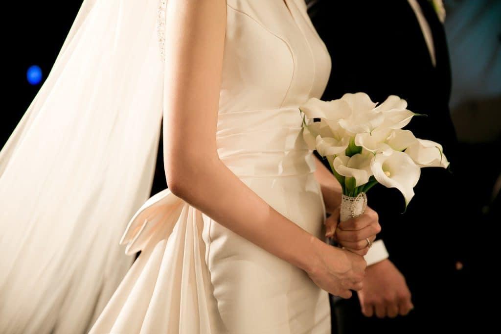 robe de mariée de princesse avec longue traine